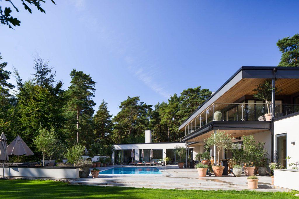 Arkitektritad villa med Pool Ljunghusen